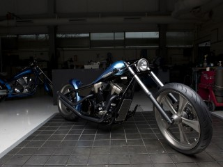 garage-motorcycles-wallpaper-1680x1050